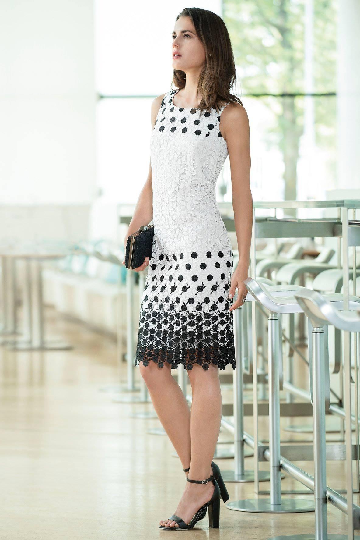 Kleid in Spitzen-Optik