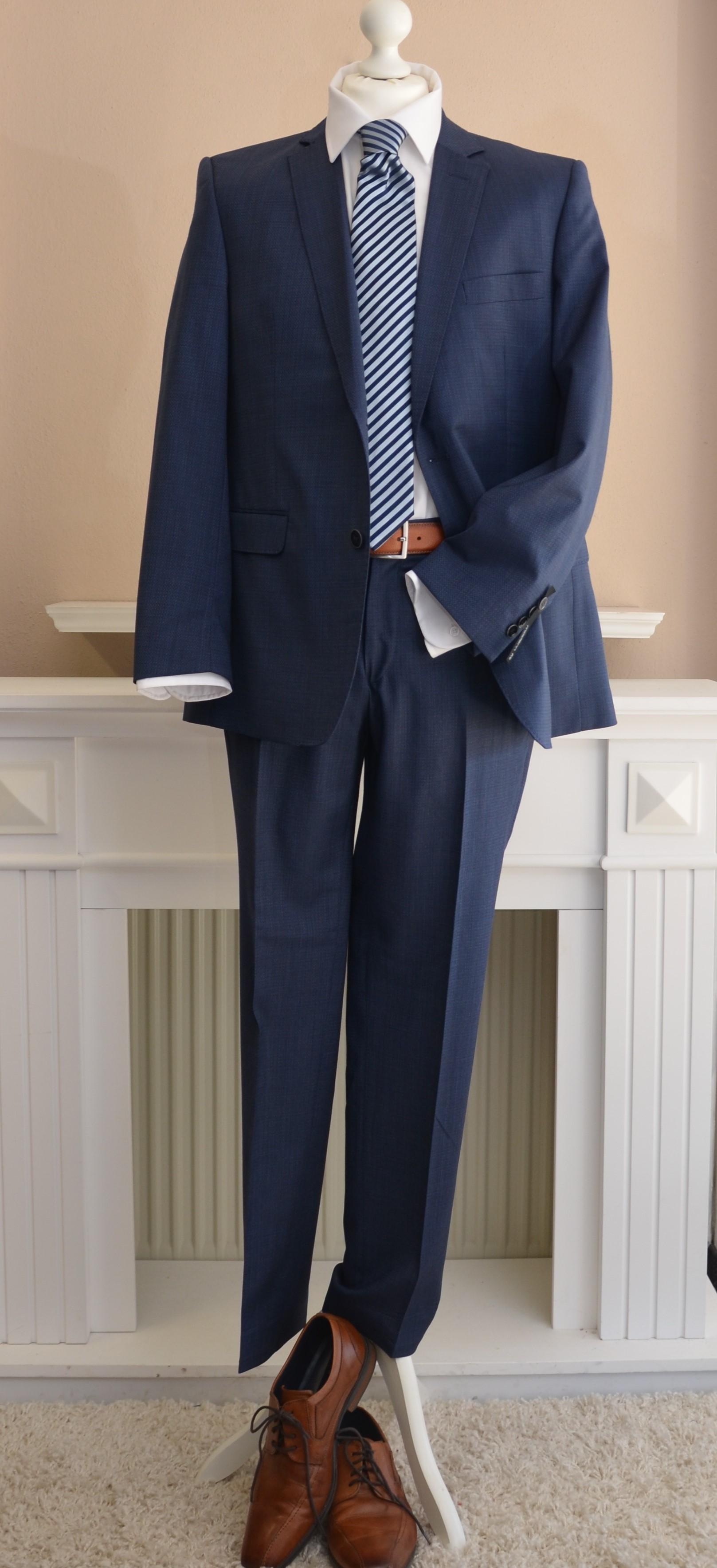 Anzug mit feinem Strukturmuster in Blau